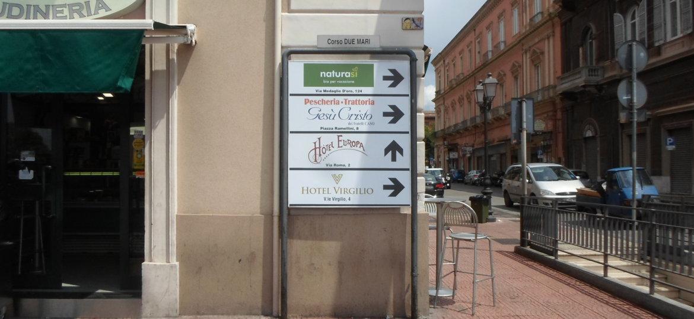Cso Due Mari_Matteotti_freccia_indicatrice_Hotel_Virgilio