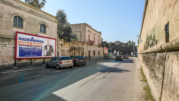 1040 – Via Cugini angolo via Leonida (3° da sx) – Taranto