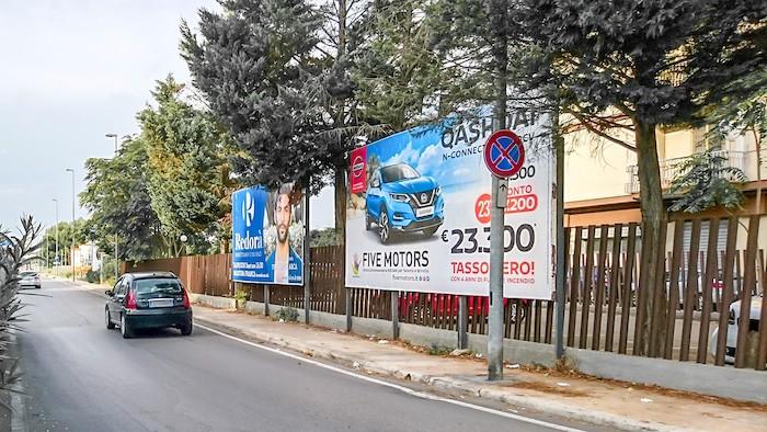 1650 – Via Rondinelli angolo via C. Battisti (2° da sx) – Taranto