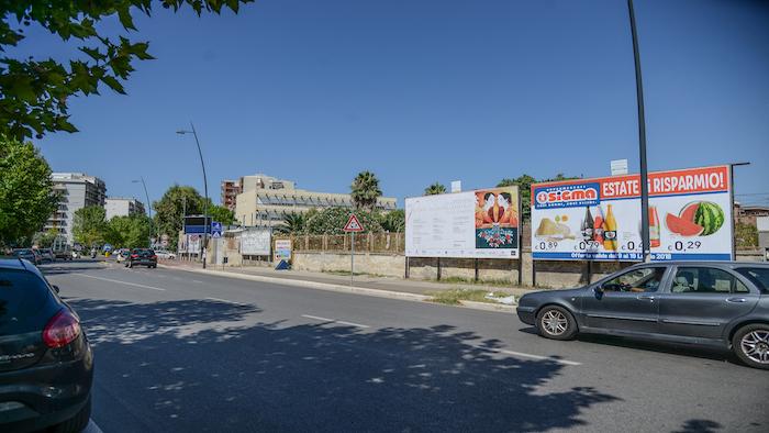 2530 – Viale M. Grecia tra via Emilia e corso Italia (3° da sx) – Taranto