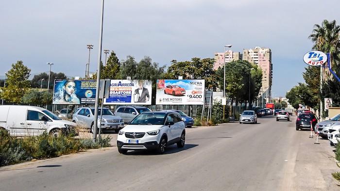 2670 – Via Consiglio presso CT (2° da sx) – Taranto