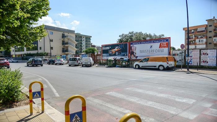 2720 – Viale M. Grecia tra via Emilia e corso Italia (1° da sx Battisti) – Taranto