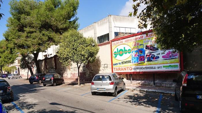 570 – Via Pitagora presso Piazza Bettolo (2° da sx) – Taranto