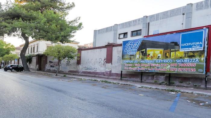 590 – Via Pitagora presso Piazza Bettolo (1° da sx) – Taranto